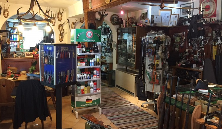 The specialist shop for weapons and fishing in Bad Goisern. (© Struger Franz)