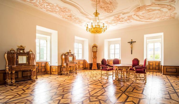 Roter Salon für feierliche Anlässe (© Stift Schlägl)