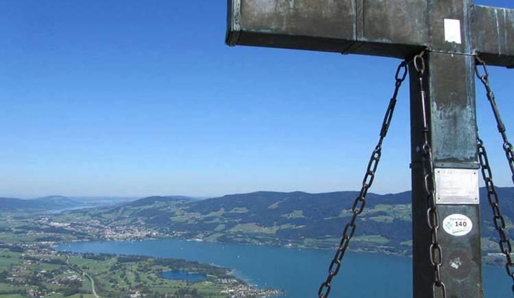 Blick vom Gipfel auf den See