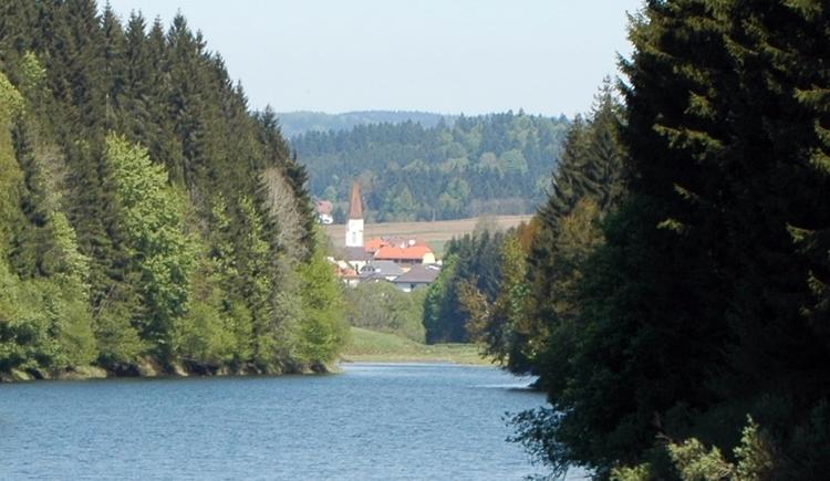 Rannastausee mit Blick nach Oberkappel (© TV Pfarrkirchen)