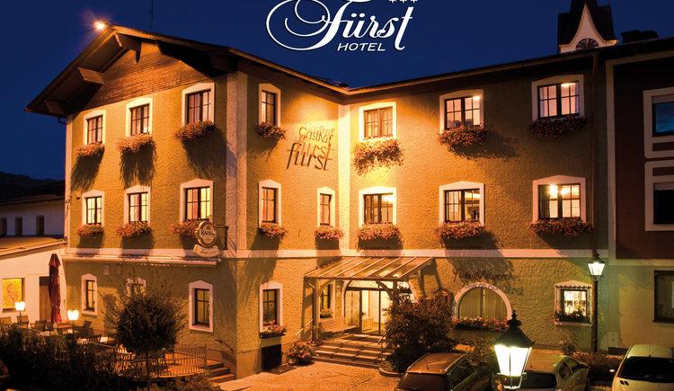 Hotel Fürst, Außenansicht bei Nacht