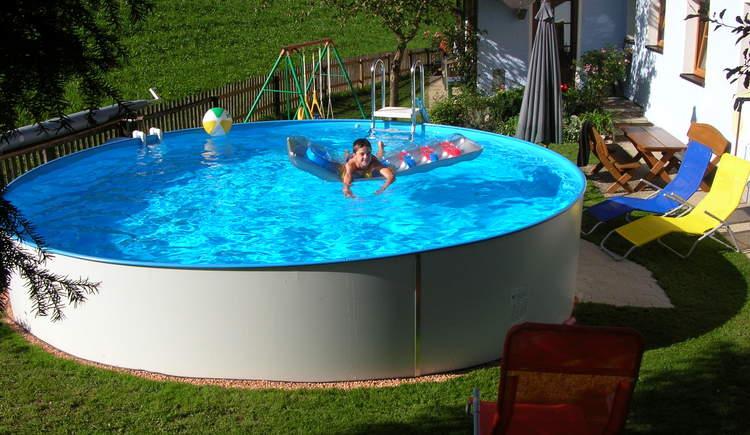 Entspannen sie nach einem abwechslungsreichen Tag im hauseigenen Swimming Pool. (© Hummelbrunner)
