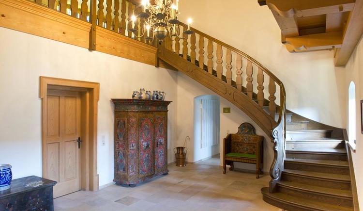 Eingangsbereich mit Stiegenaufgang (© privat)