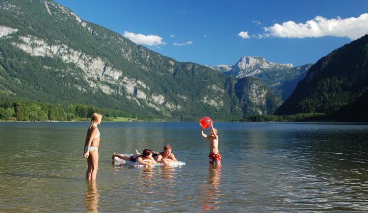 Baden, relaxen und die herrliche Landschaft genießen - das ist Badespaß im Strandbad Untersee. (© Torsten Kraft)