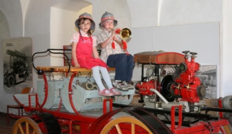 Feuerwehrauto mit Kinder (© Tourismusverband St. Florian)