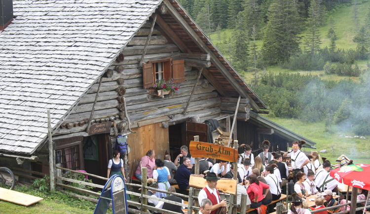 Local food and good music at the Triamer hut