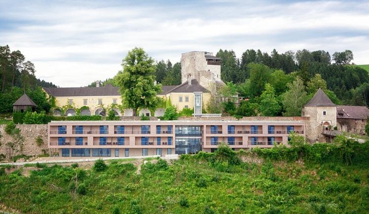 Luftansicht Burg Kreuzen und Hotel Schatzkammer (© Burg Kreuzen)