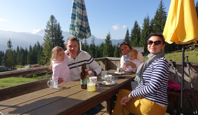 Die Almhütten unseres Gosautals bieten Sonne und Genuss für die ganze Familie. (© Knappe / Benesteem)
