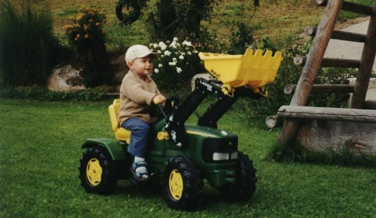 Kindertraktor für die Kleinen (© Privat)