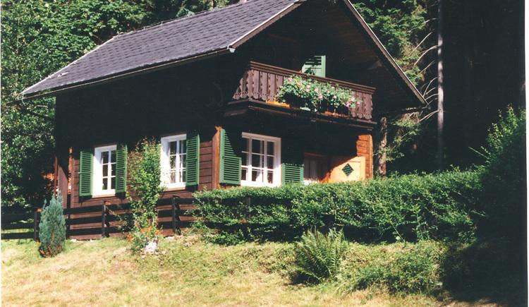 Das Ferienhaus von Walter Pilz in Bad Goisern liegt am Waldrand in der Ortschaft Sarstein