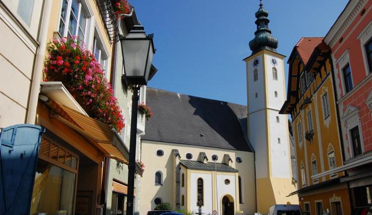 Kirchenplatz in Peuerbach (© Vianovis)