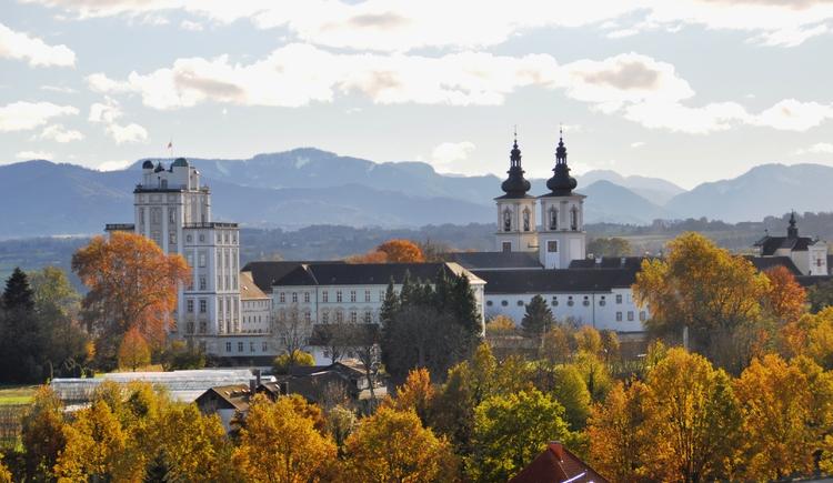 Stift Kremsmünster im Herbst. (© Marktgemeinde Kremsmünster)