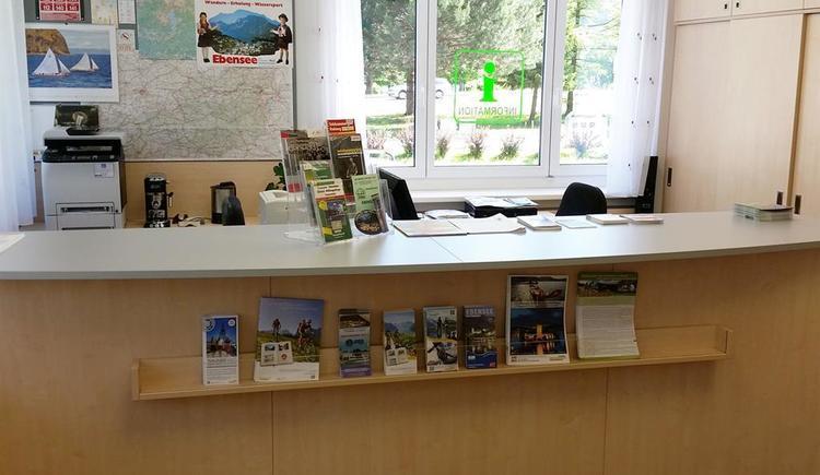 Counter für den Informationsbereich (© Tourismusbüro Ebensee)