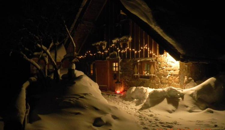 Romantic winter evening at the hut Grögernalm (© Grögernalm Faistenau)