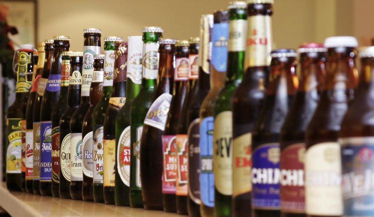 Biere aus beinahe der ganzen Welt (© Biergasthaus Schiffner)