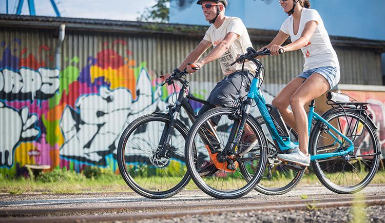 E-Bike Tour am Donauradweg in Linz (© KTM Fahrrad)