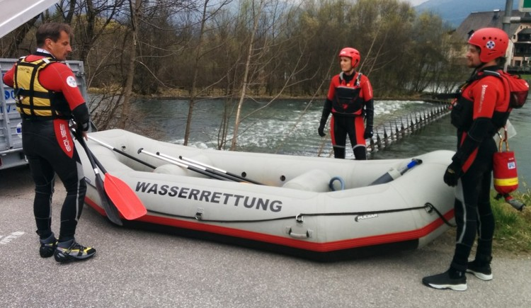 Use of the water rescue at the Traun in Bad Goisern