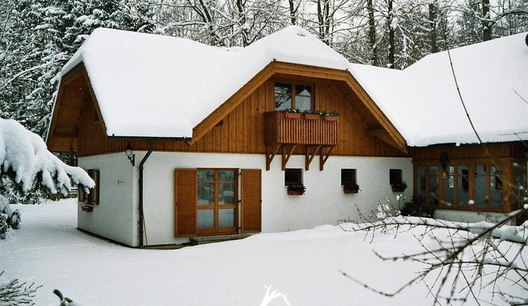 Hausansicht Winter (© Hedi Huhle)