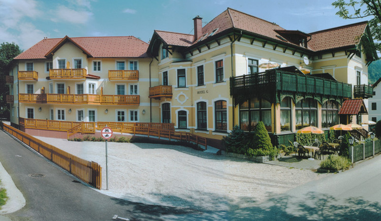Auf dem Foto sieht man das Hotel Restaurant Goisererhof im Zentrum von Bad Goisern.