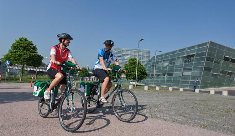 Radfahrer unterwegs am Donauradweg in Linz (© OÖ Touristik/Himsl)