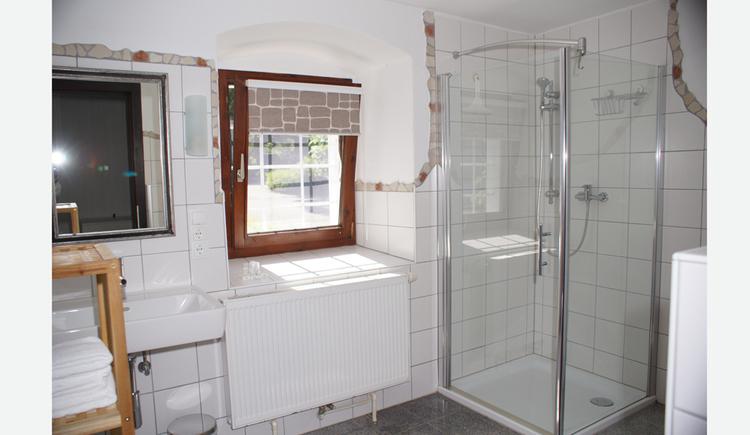 Duschkabine, Fenster, Waschbecken