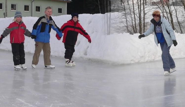 Eislaufen am Badesee (© TV Neustift)