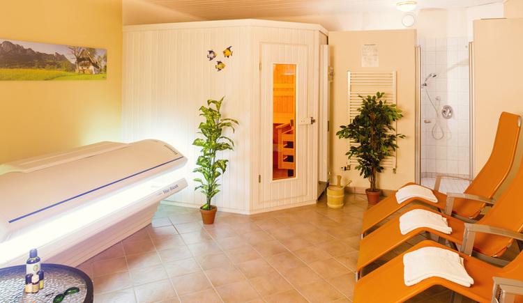 Wellnessbereich, Solarium, Sauna und Liegestühle