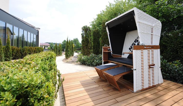 Relaxzone Strandkorb im Garten. (© Günther Standl)