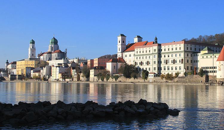 Blick auf die Altstadt in Passau mit Donau (© Stadt Passau)