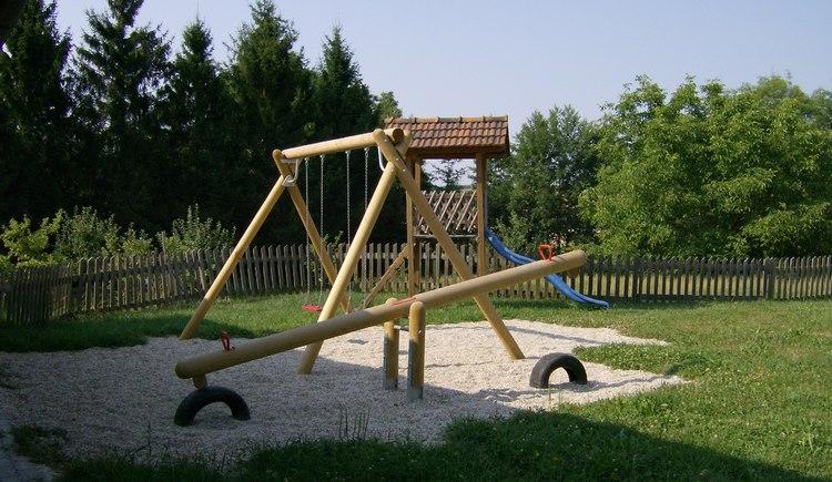 Weilbacher Mostbauer - Unterhaltung für die Kleinen: Kinderspielplatz draußen und Spielecke drinnen