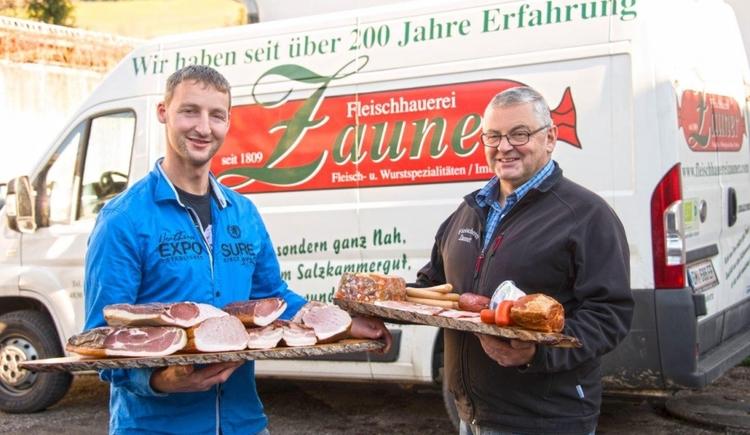 Gottlieb Zauner junior und Gottlieb Zauner senior mit ihren ausgezeichneten Fleischproduktion aus heimischer Produktion.