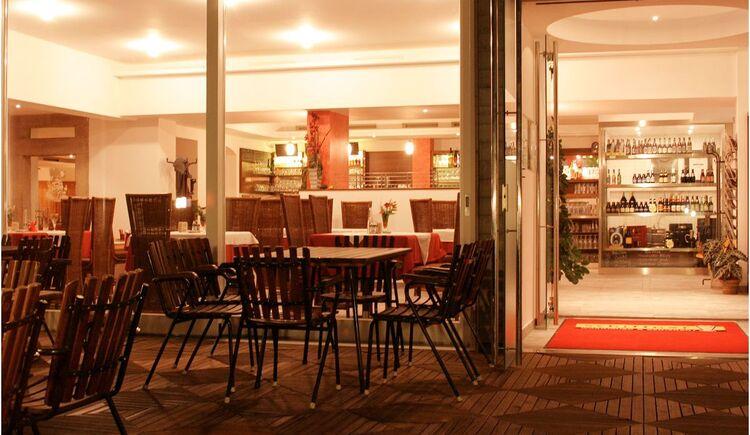 ***Biergasthaus am Abend (© ***Biergasthaus Schiffner)
