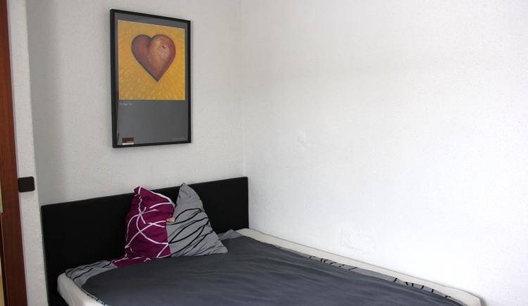 Schlafzimmer mit einem Doppelbett 160x200cm