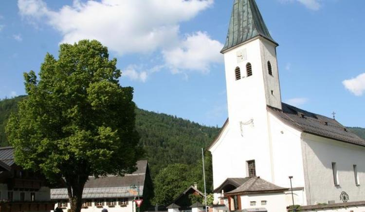Kirche und Dorflinde