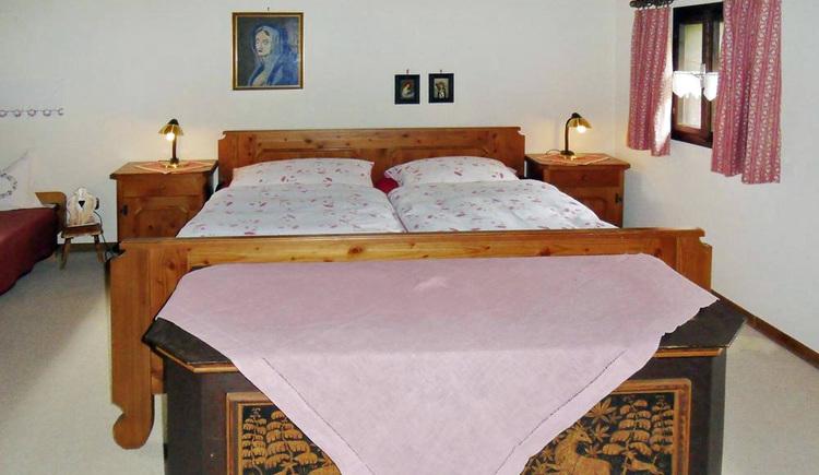Auf dem Foto sieht man die Innenansicht  vom Schlafzimmer im Ferienhaus s'Badl in Bad Goisern.