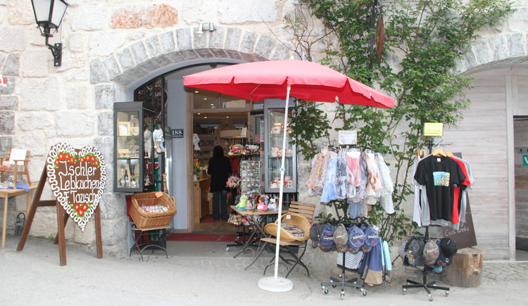 The exterior view of the Hallstatt Shop at the Badergraben. (© Christine Peinsteiner)