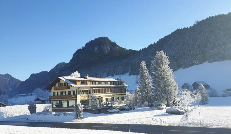 Hotel Gosauerhof  im verschneiten Gosautal