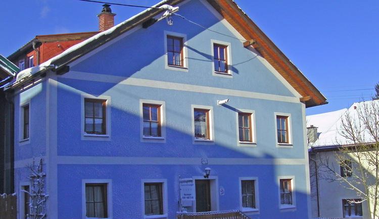 Haus Neumayer - Winterliche Hausansicht. (© Copyright 2008)