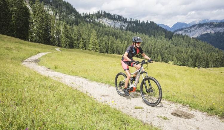 Auch mit dem E-Bike ein Genuss - Das MTB Erlebnis Dachsteinrunde. (© © KTM Fahrrad)