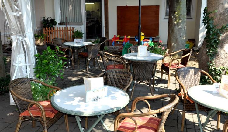 Genuss, Perg, Café Konditorei Stöger, Gastgarten