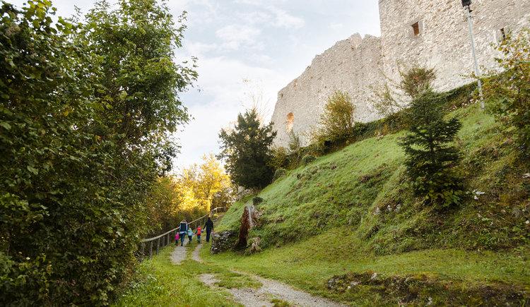 Auf dem Weg zur Burg Losenstein (© Melanie Eichenauer/TV Nationalpark Region Ennstal)