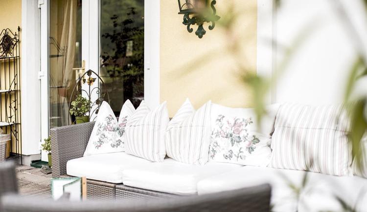 Lounge im Aussenbereich Hotel Garni Sonnleitn (© Hotel Garni Sonnleitn)