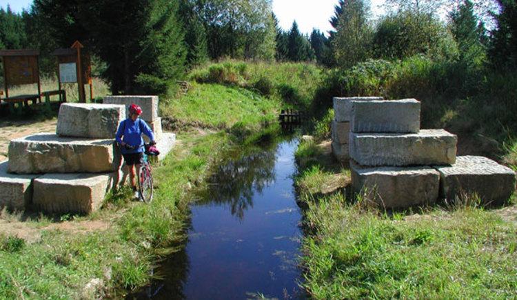 Der Schwarzenbergische Schwemmkanal liegt an dieser Tour. (© Ferienregion Böhmerwald)