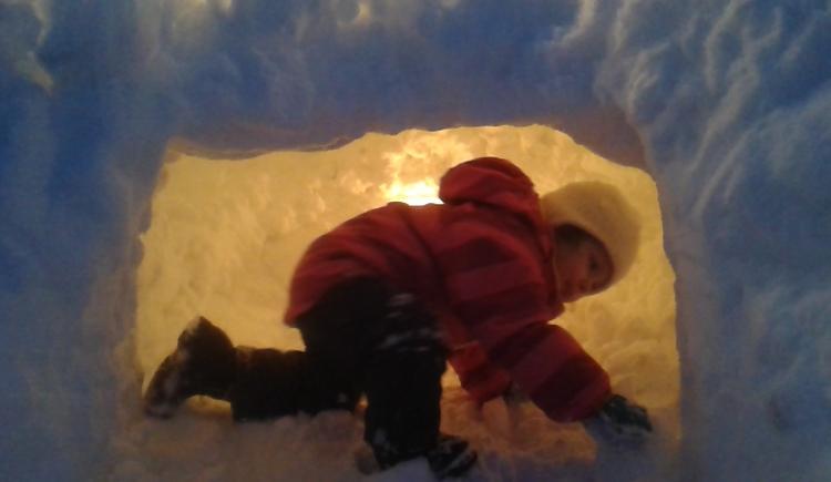 Lara in der Eishöhle