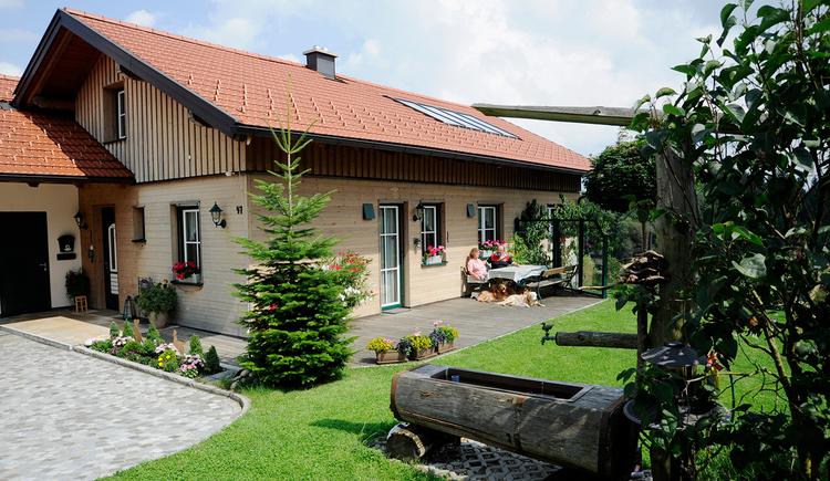 Privatzimmer Bachleitner in Maria Schmolln - Außenansicht Haus mit Garten