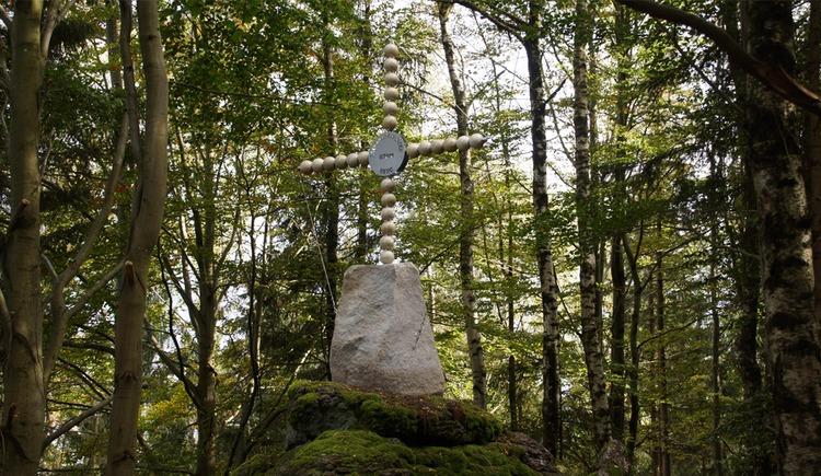 Gipfelkreuz am Leopoldschläger Berg (© Anita Kugler und Dietmar Sitz)