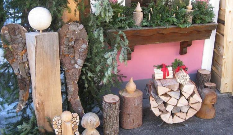 Wood work-shop at Advent under the linden tree (© Tourismusverband Faistenau)