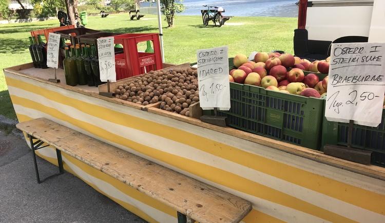 Auswahl an frischen Obst aus der Region.