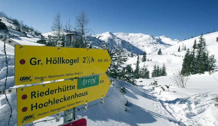 Wegweiser im Winter zur Riederhütte (© Alpenverein Sektion Ried)