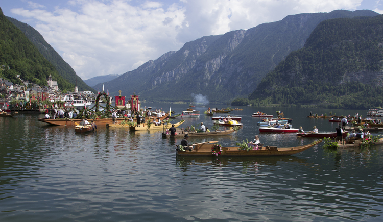 The Corpus Christi procession on Lake Hallstatt let many People come to the World Heritage Town.